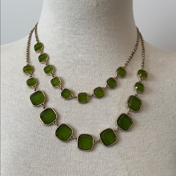 ❤️ 3/$20 Banana Republic Green and Gold Necklace